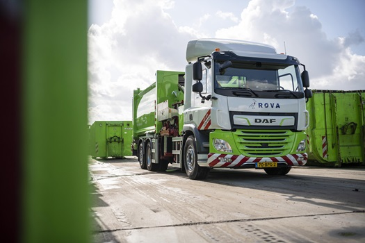 First-DAF-CF-Electric-refuse-collection-truck-delivered-to-ROVA-04